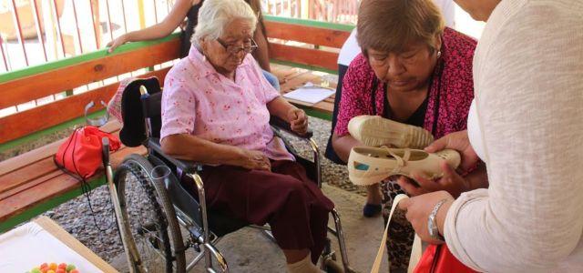 En Pozo Almonte y Huara entregan calzado de verano a familias del sistema de Seguridades y Oportunidades