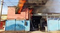 Incendio destruye oficinas de empresa en Alto Hospicio