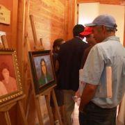 """Usuarios del COSAM """"Salvador Allende"""" exponen pinturas, textiles y artesanías, confeccionadas por los propios usuarios."""