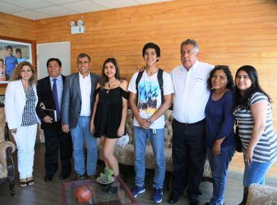 Dos estudiantes de colegios municipalizados que superan 800 puntos en la PSU