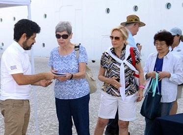 Nuevo contingente de turistas internacionales llegan a Iquique y visitarán salitreras