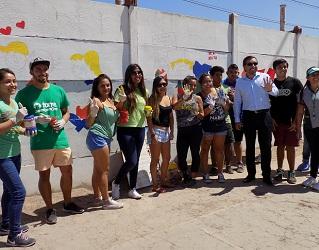 """En original """"mechoneo solidario"""" participaron los estudiantes que se integraron a la Universidad Santo Tomás"""