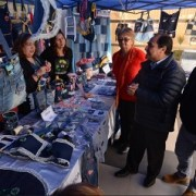 Buscan reciclar jeans a través de intercambio de libros en Alto Hospicio
