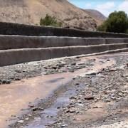 Verifican en terreno, el comportamiento de gaviones en Pachica, que resistieron las lluvias altiplánicas