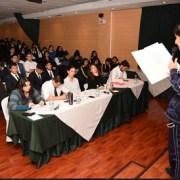 Universidad Santo Tomás desarrolla torneo de debates en inglés, vinculando a distintos establecimiento educacionales