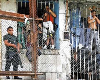 """Experta en temas penitenciarios: """"Las cárceles están en situación crítica"""""""