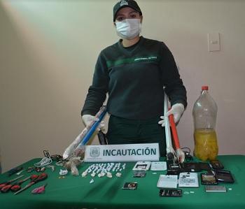 Decomisan drogas, pipas caseras y armas hechizas en procedimiento realizado en centro penal de Iquique