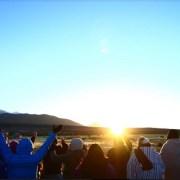 Impresionante primeros rayos de sol en Colchane, en celebración del Machaq Mara