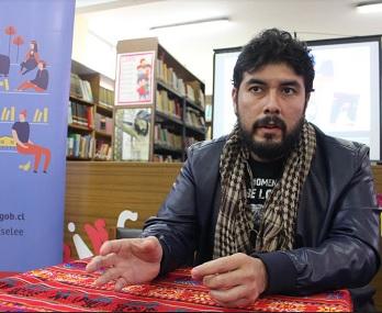 Escritor radicado en México llegó a Iquique para participar con liceanos en Diálogos en Movimiento, del Plan Nacional de Lectura