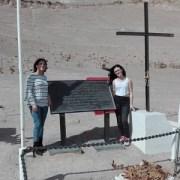 Familia del fallecido ex juez de Pozo Almonte, Nelson Muñoz, sigue sus huellas en Iquique y visita fosa de Pisagua