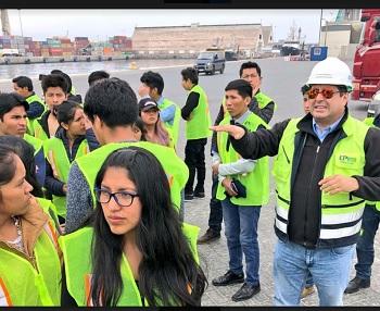 Estudiantes de ingeniería de Bolivia, recorrieron instalaciones del Puerto de Iquique, como parte de cátedra de Logística