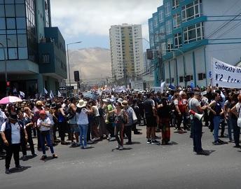 Multitudinaria marcha pacífica de trabajadores públicos y privados  para exigir mejores condiciones laborales y sociales