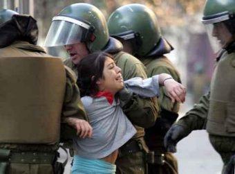 Baradit sostiene que reacción social por muerte de comunero mapuche, es empatía dolorosa que provoca el abuso de poder y la desigualdad