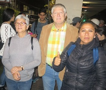 Profesores se toman la calle para exigir que Gobierno no deje historia como electiva. Buscan alianza con alcalde para  que incorpore asignatura como obligatoria