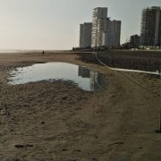 Alcalde Soria alertó a veraneantes de contaminación en Playa Brava. No descartó seguir acciones legales contra Sanitaria Aguas del Altiplano