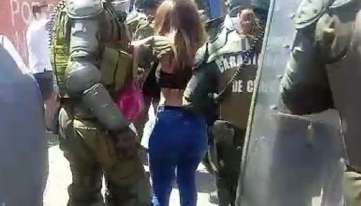 Varias detenciones mediante cerco policial en la zona cero de Iquique, tras enfrentamientos entre manifestantes y FFEE de Carabineros