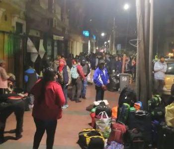 El Estadio Cavancha fue habilitado como Refugio de Emergencia para que pasen la noche migrantes bolivianos