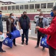 Para prevenir contagios entregan insumos de protección sanitaria a conductores del transporte público