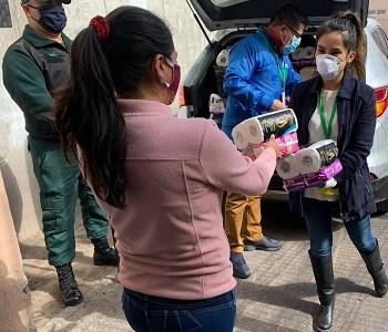 Las mujeres más aisladas de Tarapacá que nunca reciben visitan ni aportes, recibieron ayuda para sus necesidades de aseo personal