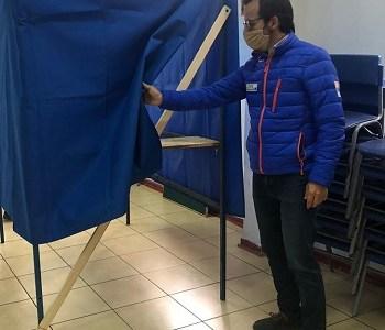 Core Felipe Rojas recorre lugares de votación y constata positiva implementación de medidas de higiene dispuestas