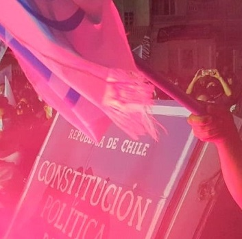 """Comando Apruebo Chile Digno: """"El pueblo de Chile tiró a la basura la Constitución de Pinochet"""""""