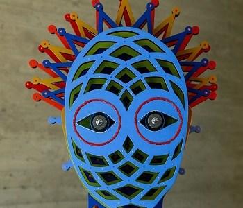 Consagrados artistas plásticos chilenos develan su identidad en bustos intervenidos. Acceso gratuito a la muestra por internet