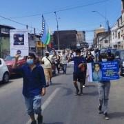 Organizaciones de DDHH se movilizan por joven preso político, recorren calles y entregan carta en Gendarmería