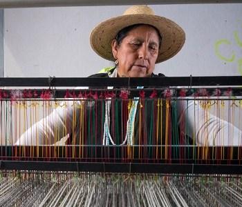 Tejedoras y lutier de Tarapacá participarán de la primera Feria Nacional de Artesanías que se realizará en plataforma online