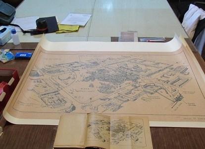 Dibujo Histórico de 1907 del entorno de la Masacre de la Escuela Santa María donó Miguel Lawner, Premio Nacional de Arquitectura, al Museo Regional de Iquique.