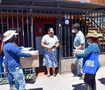 Municipalidad de Pica apoya con cajas alimentos a los hogares de la comuna con dificultades sin recursos