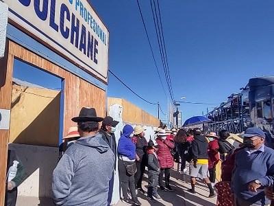 Colchane: Reportan desordenado ingreso al recinto de votación y lenta constitución de mesas