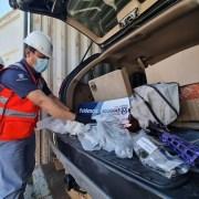 Aduanas intercepta piezas para armar 30 fusiles ocultas  en dos autos que llegaron en un contenedor desde Estados Unidos.