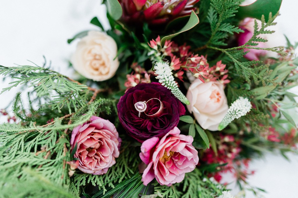 Pretty Geeky Photography, Minnesota Winter Wedding at Bloom Lake Barn, Ediflorial flowers