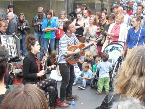 Busking attracts big crowds at the Edinburgh Fringe
