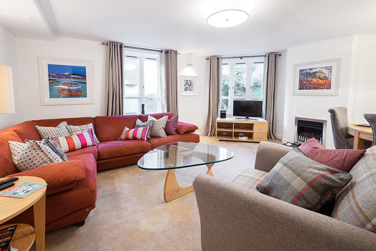 Two Boutique Holiday Edinburgh apartments Royal Mile a few minutes walk - sleeps 6