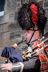 Be serenaded by a local piper in a Spring Break in Edinburgh
