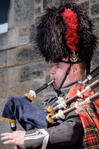 Be serenaded by a local piper in a Spring Break in Edinburgh