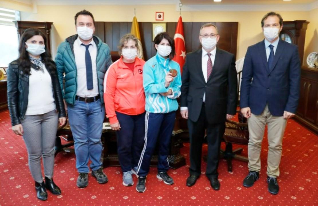 Rektör Tabakoğlu, Judo şampiyonu Taşın'ı tebrik etti