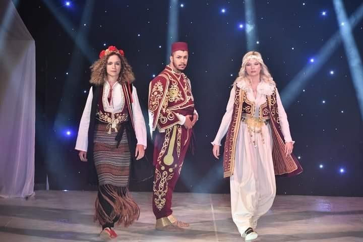 Emine Erdoğan'ın projesinden ilham aldılar, Rumeli kıyafetlerinden defile gerçekleştirdiler
