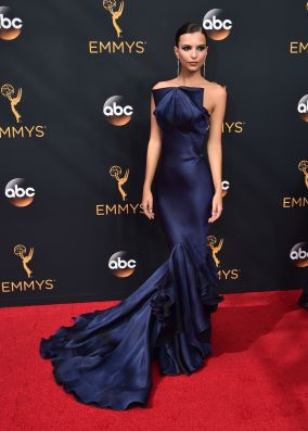 LOS ANGELES, CA - SEPTEMBER 18: Actress Emily Ratajkowski attends the 68th Annual Primetime Emmy Awards at Microsoft Theater on September 18, 2016 in Los Angeles, California. (Photo by Alberto E. Rodriguez/Getty Images)