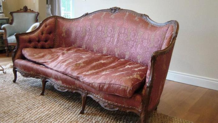 French Sofa Redo | Edith & Evelyn Vintage | www.edithandevelynvintage.com