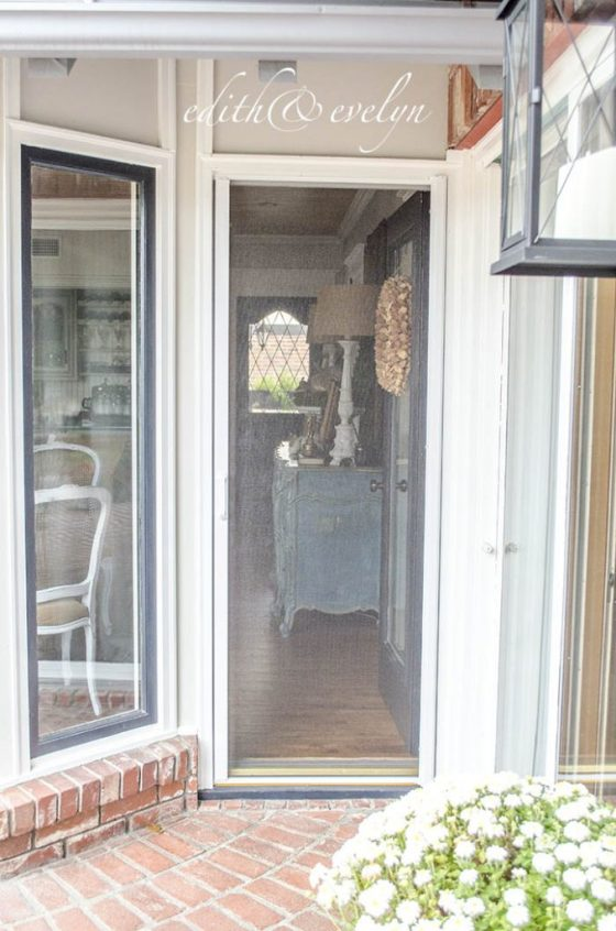 A Retractable Screen Door | Edith & Evelyn | www.edithandevelynvintage.com