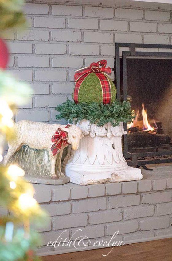 The Christmas Mantel | Edith & Evelyn Vintage | www.edithandevelynvintage.com
