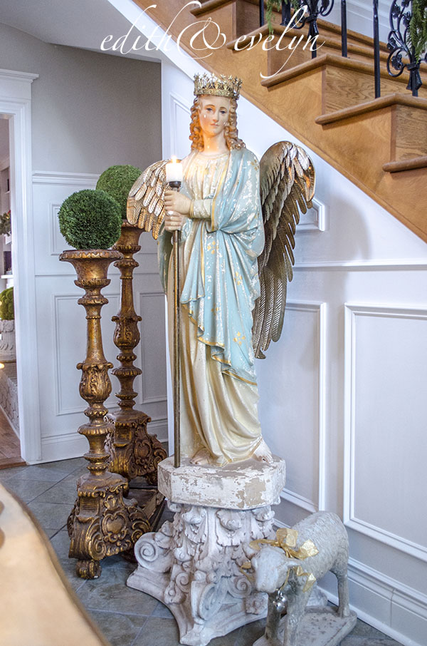 Deck the Foyer | Edith & Evelyn | www.edithandevelynvintage.com