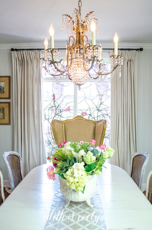 Dining Room Chairs and Spring Decor | Edith & Evelyn | www.edithandevelynvintage.com