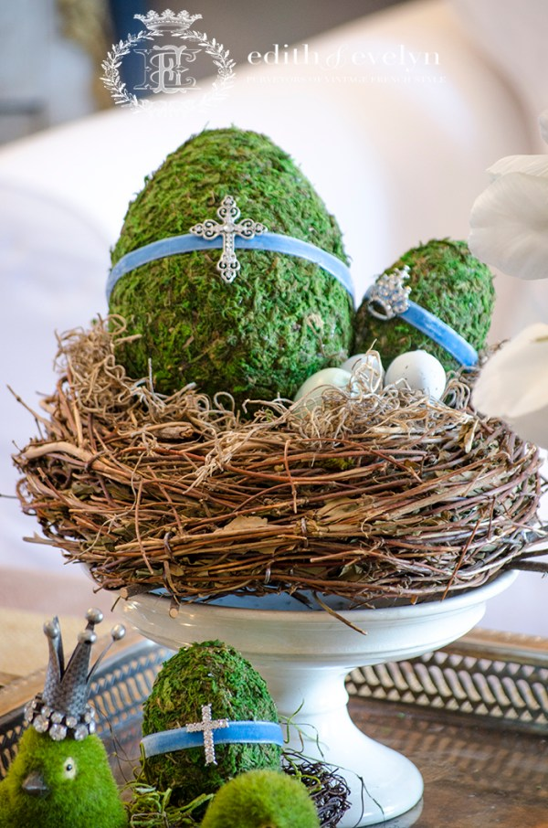 Spring Coffee Table Vignette | Edith & Evelyn | www.edithandevelynvintage.com