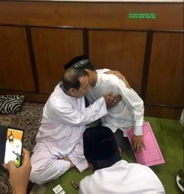 Sowan ke Mursyid Maulana Habib Lutfi, Ustad Abdul Somad Dikasih ini