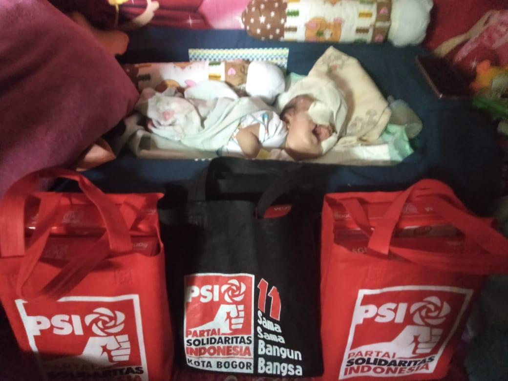 Blusukan, Kader PSI ini Bantu Sumbang Susu Balita Warga Tak Mampu 2