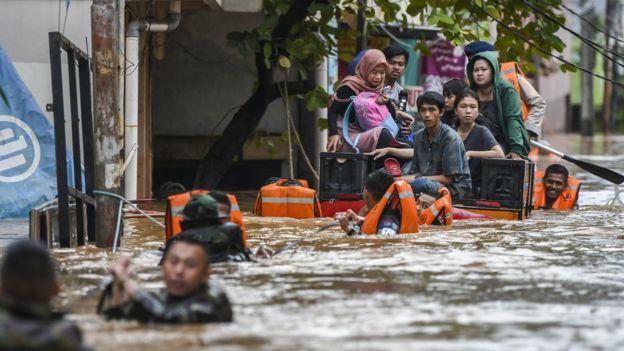 Ratusan Korban Banjir akan Gugat Anies