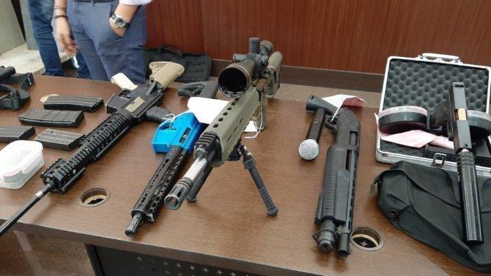 Ayu Azhari,Pasok,Senjata Api,NATO,M-16
